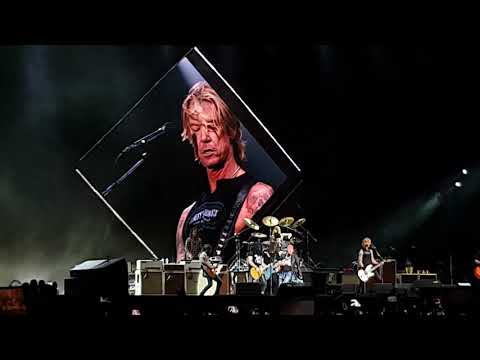Foo Fighters Ft Axl, Slash & Duff (Guns n' Roses) – It's so Easy – Live@Firenze Rock festival [4K]