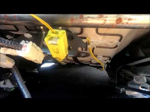Toyota Corolla 2018 снятие передних сидушек