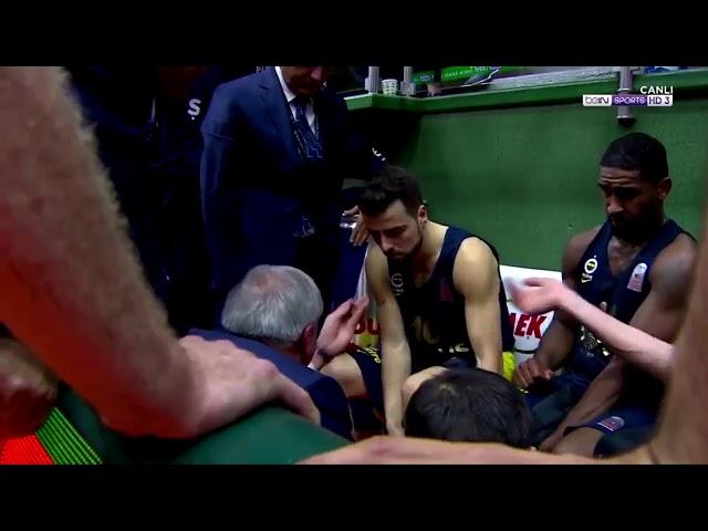 Obradovic abofetea a un jugador suyo en un tiempo muerto