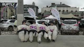 В Ирландии прошел забег «надувных сумоистов»