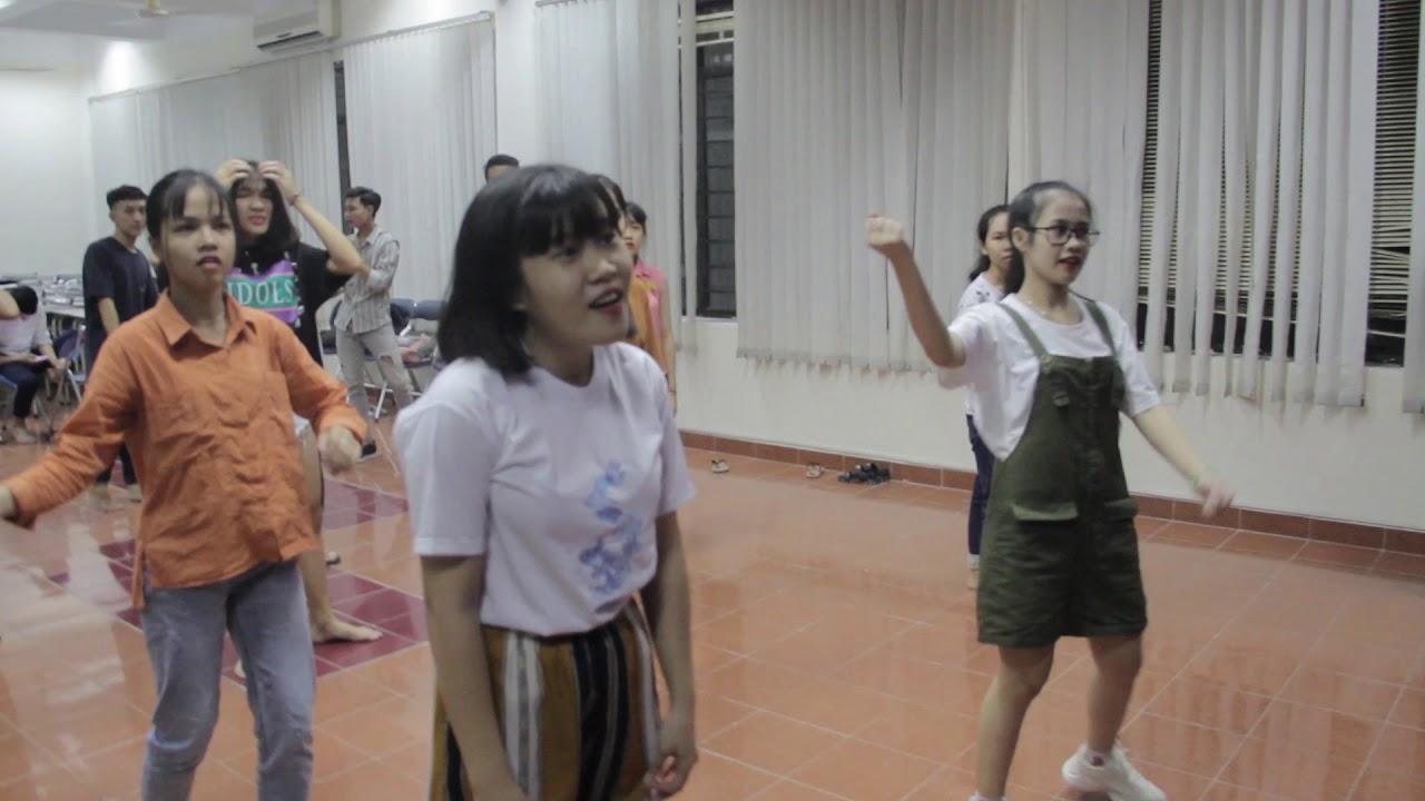 Tập luyện LK Bài ca sinh viên & Thành phố từng ngày đổi mới   Tập Văn nghệ KG & ĐH   2018.09.20.(7)