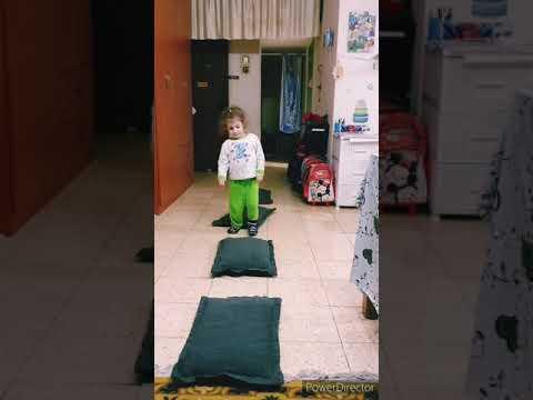 Активные игры дома. Развлечения Алесии и Даниэля. Физическая активность.