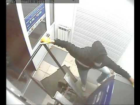 Неудачники воруют банкомат в Волгограде.