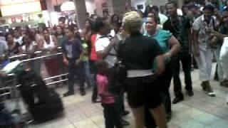 Recibimiento en el Aeropuerto Las Américas a dominicana que llegó de España