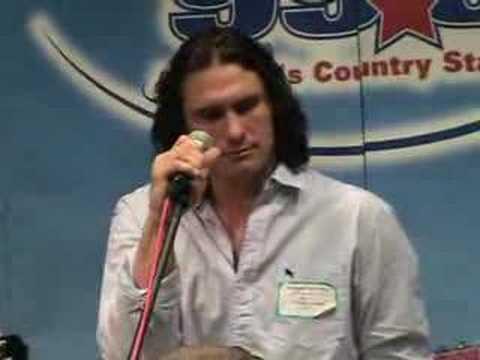 Joe Nichols sings