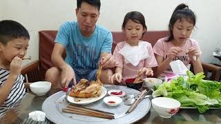 Gà Nướng Chấm Tương Cà Tương Ớt - 4 Bố Con Sơi Tái Hết Một Con Gà Nướng Ròn Tan