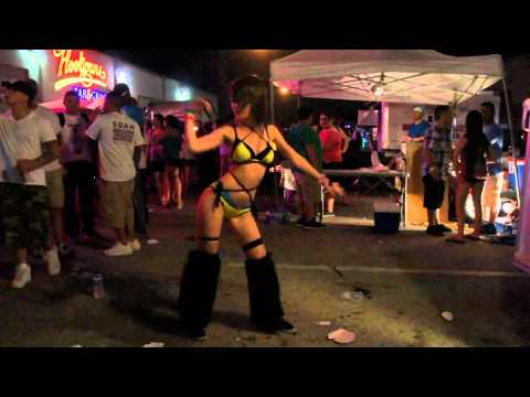 Go Go Girls Dancing at a Rave