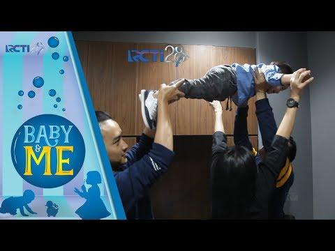 Baby & Me - Lucunya Rafathar Main Terbang terbangan Sama Om Merry [15 Agustus 2017]