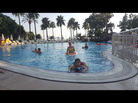 Ceren Ve Tuğberk Havuzda Eğleniyorlar...