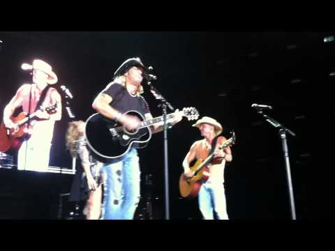Bret Michaels, Kenny Chesney and Grace Potter sing