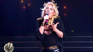 Esmeralda Mitre debutó cantando en inglés