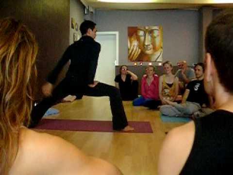 Fun-mit-Duncan-Wong-Yoga-Workshop-Hamburg.AVI