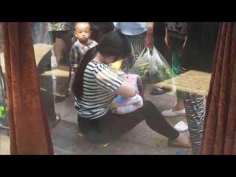 Cảm động Bé Sơ Sinh bị Bỏ Rơi được cô gái trẻ cho Bú ngay giữa phố đông – YouTube