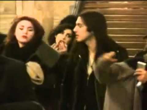 Amy Winehouse em Paris com seu amigo Blake Wood - YouTube