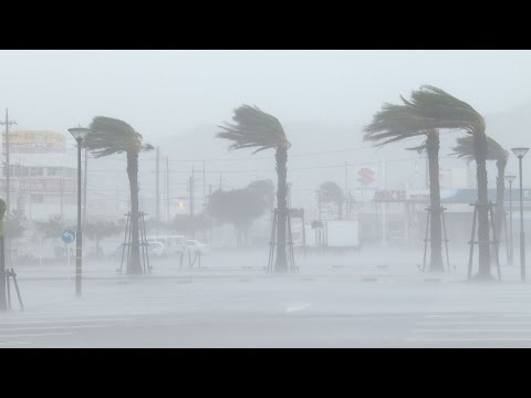 Typhoon Vongfong Rips Through Okinawa Extreme Footage 11th October 2014  台風第19号