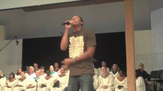 Lecrae peforms at Bethlehem Baptist Church (@Lecrae @Reachrecords)