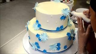 Украшение тортов | Украшение двухэтажного торта цветами из белкового крема(Видео урок о том, сделать торт украшенный цветами. Вместе будем выполнять украшение торта цветами из белков..., 2016-09-01T20:25:36.000Z)