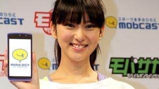 女優の武井咲さんが3月26日、東京都内で行われたケータイ&スマホ向けカ...