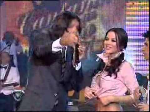 Showmatch 2007 - Marcelo le cortó el corpiño a Karina