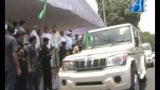Akhilesh Yadav cm up krishi vibhag ke naye vahano ko jhandi dikhakte Report by ASIAN TV  NEWS