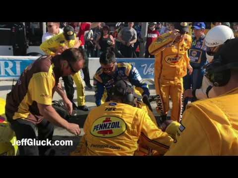 ACCIDENTE EN NASCAR PROVOCA UNA PELEA DE DOS CONDUCTORES