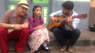 Dolor - Las Hermanitas Calle Tom Zeta y Esmeralda - Canción triste - Quiero llorar mis ojos