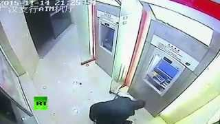 No Holdup! Robber underestimates man at ATM in China
