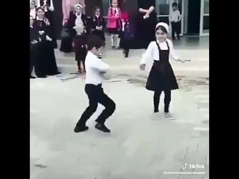 Маленький мальчик танцует на лезгинку☝️