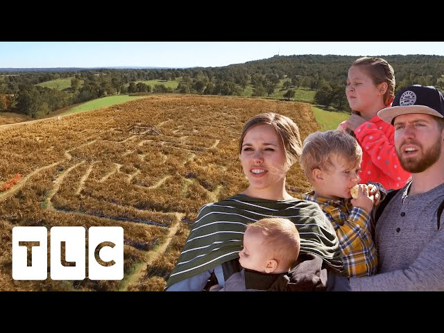 The Duggar Family Race Against Each Other In A Corn Maze | Counting On