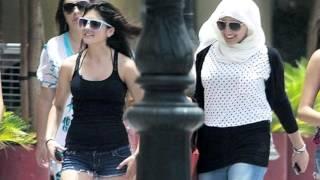 Как одеваться в Египте(Не стоит злоупотреблять украшениями, это может спровоцировать желание их снять у местных жителей. https://youtu.be..., 2015-11-05T16:04:35.000Z)