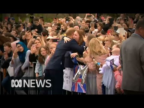 Prince Harry and Meghan Markle greet eager Melbourne crowd