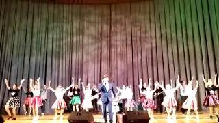"""Обучающиеся Шоу театра """"Столица"""" выступает с Феликсом Царикати"""