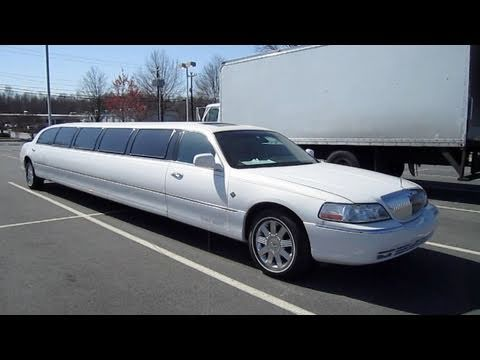 2003 Lincoln Town Car Cartier Limousine Start Up, Engine, and In Depth Tour