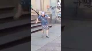 Уроки по танцам от бабушки