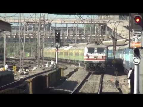 22210 Duronto Express overtaking Gujarat Express at Dadar Railway Station of Mumbai, Western Railway