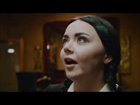 Merlina Addams es Adulta - Corte de Pelo (Fandub Latino)