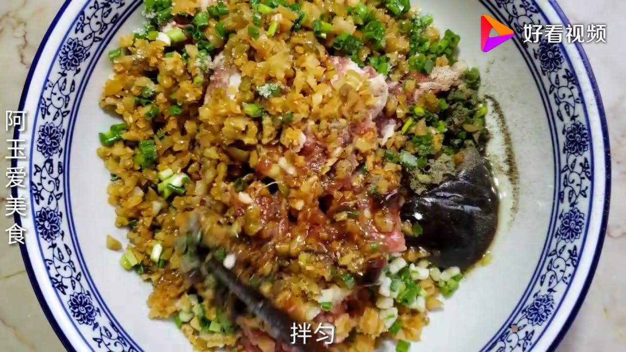【中国家常菜做法】 玉米面原來還有這種吃法,開水燙一下,加一塊豬肉,太美味了