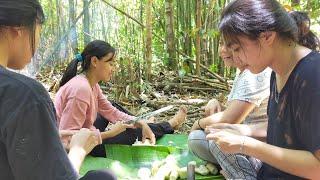 Gadis Suku Dayak    Mencari Sayur Bambu Muda Di Hutan Kalimantan