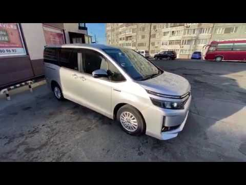 Микроавтобус из Японии. ЖИР комплектация. 2 электро двери. Toyota Voxy Hybrid