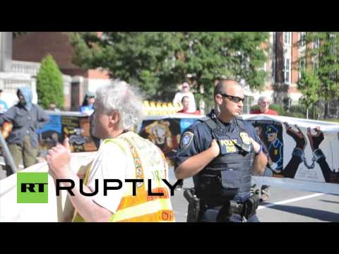 USA: Anti-fracking protesters march on Federal Energy HQ