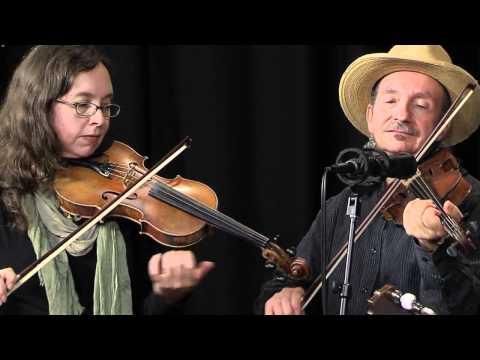 "Folk Alley Sessions: Jay Ungar & Molly Mason Family Band, ""Ashokan Farewell"""