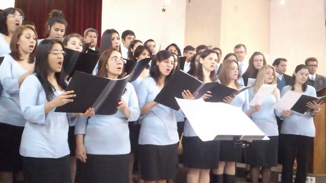 """Coro de la Iglesia Adventista de Corrientes """"Coral Sirviendo"""" - Coronadle Rey"""