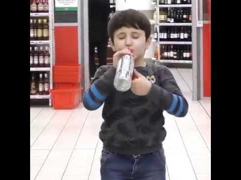 Малой пьёт водку в магазине реакции пранк