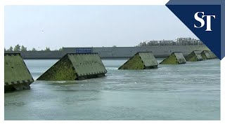 Venice tests flood barrier to protect city from high tide screenshot 1