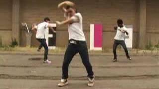 Смотреть клип Yelle - A Cause Des Garçons