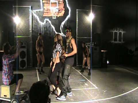 DORROUGH BOUNCE DAT REF GIRL DANCE SCENE