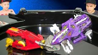 Два сильных и быстрых робота сражаются на специальной арене. Рапаковка и обзор новых крутых игрушек.