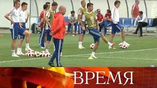 В Сочи упорно тренируется сборная России, а болельщики надеются достать билеты на стадион «Фишт».