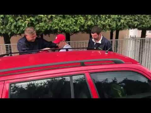 Andreja Šiška odpeljali na policijo, hišna preiskava zaključena
