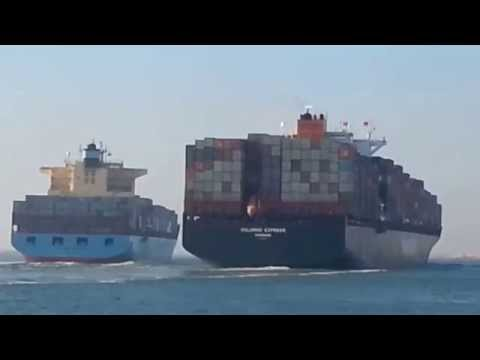 Accident between two vessels in suez canal 29/09/2014 in por